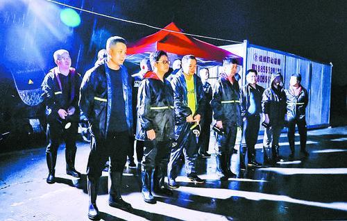 马鞍山:341名市直机关党员干部、社会志愿者驰援防汛一线